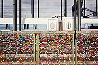 Germany, Cologne, lovelocks at Hohenzollern Bridge - MEM000449