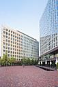 Germany, Hamburg, view to modern office building 'Ericusspitze' - MEM000445