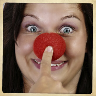 Portrait of smiling woman with clown's nose - HOHF001113