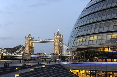 UK, London, City Hall and Tower Bridge - MIZF000644