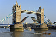 UK, London, boat passing open Tower Bridge - MIZF000663