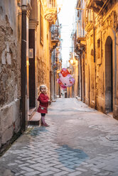 Italy, Sicily, Syracuse, smiling little girl with 'Hello Kitty' balloon - IP000161