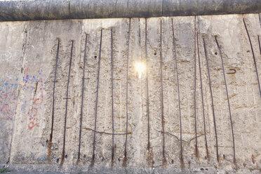 Germany, Berlin, light beam falling through Berlin Wall Memorial at Bernauer Strasse - MEMF000484