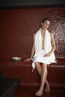 Woman in hamam - FSF000422