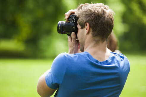 Photographer in park - CvKF000157