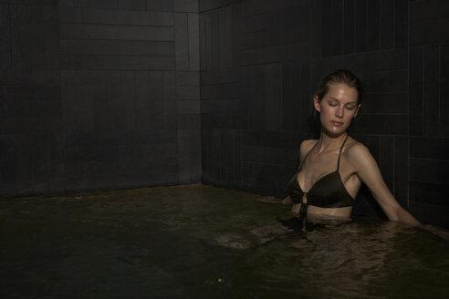 Young woman in pool - FSF000438
