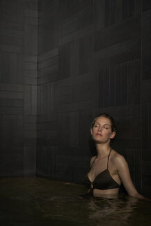 Young woman in pool - FSF000441