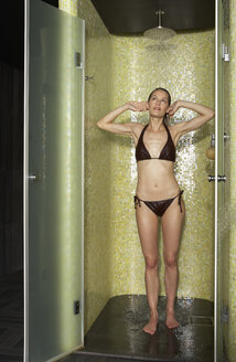 Woman taking a shower - FSF000391