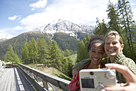 Switzerland, two happy women taking a selfie with camera - FSF000375