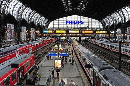 Germany, Hamburg, central station - MIZ000711
