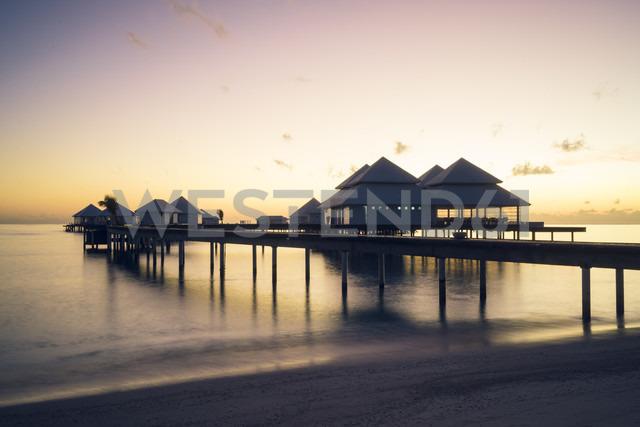 Maldives, Ari Atoll, view to vacation homes at sunset - FL000579