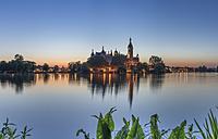 Germany, Mecklenburg-Western Pomerania, Schwerin, Schwerin Palace in the evening - PVCF000191