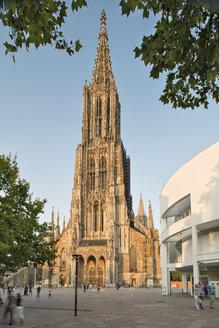Germany, Baden-Wuerttemberg, Ulm, minster and Stadthaus - SHF001579