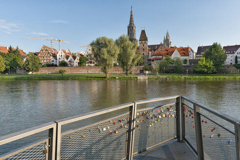 Germany, Baden-Wuerttemberg, Ulm, minster, Metzgerturm and love locks at River Danube - SHF001615