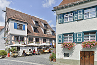 Germany, Baden-Wuerttemberg, Ulm, house and outdoor cafe - SH001623