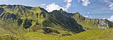 Austria, Vorarlberg, Kleinwalsertal, alpine landscape - SHF001638