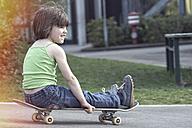 Girl on skateboard - LVF002347