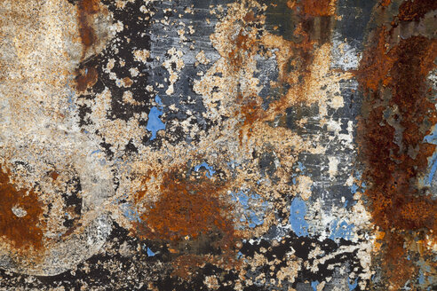 Rusty steel plate with remains of paint, close-up - WIF001174
