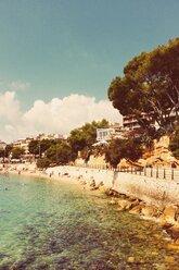 Spain, Majorca, Porto Cristo, waterfront promenade - DWIF000310