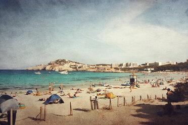 Spain, Majorca, Cala Agulla, beach - DWIF000302