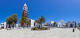 Spain, Canary Islands, Lanzarote, Teguise, Church Iglesia de Nuestra Senora de Guadalupe, Plaza la Constitucion - AMF003318
