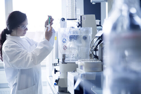 Young female scientist working in a biochemistry labroratory - SGF001155