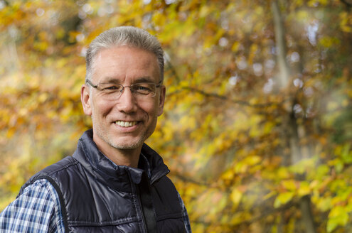 Germany, Portrait of a mature man in autumn - ODF000882