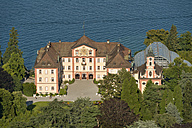 Germany, Baden-Wuerttemberg, Island Mainau, aerial view of castle church with castle - SH001793