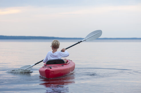 Sweden, Vastra Gotaland County, Lake Skagern, kayaking boy - JBF000213