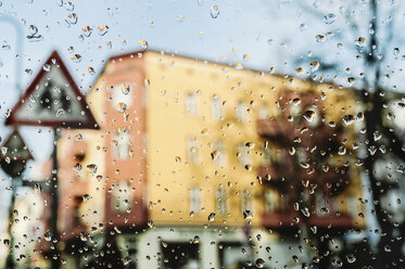 Germany, view through windscreen with raindrops - LCF000002
