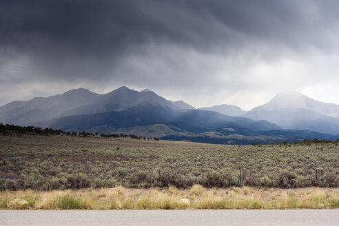 USA, Colorado, Landscape and clouds - NNF000107