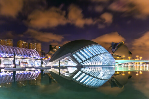 Spain, Valencia, view to lighted L'Hemisferic and Palau de les Arts Reina Sofia at City of Arts and Sciences - PU000338
