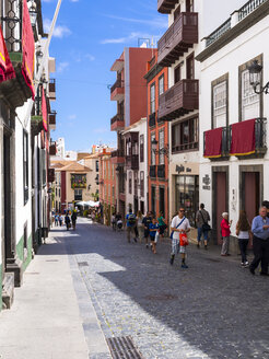 Spain, Canary Islands, La Palma, typical alley in Santa Cruz de la Plama - AM003365