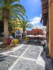 Spain, Canary Islands, Santa Cruz de la Palma, Plaza de La Alameda - AM003385