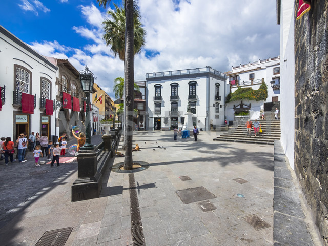 Spain, Canary Islands, Santa Cruz de la Palma, Plaza de Espana - AMF003384