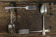 Arrangement of old forks and spoons - DEGF000006