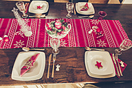 Laid dining table with Christmas decoration - SARF001104