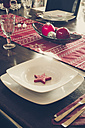 Laid dining table with Christmas decoration - SARF001105