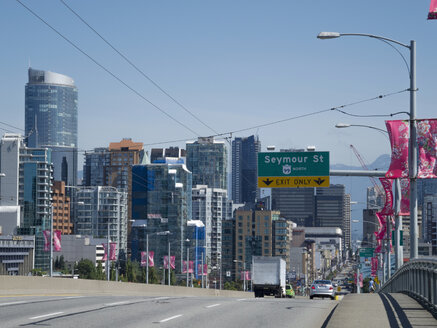 Canada, British Columbia, Vancouver, Granville Street Bridge and skyline - HLF000800