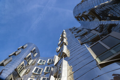 Germany, North Rhine-Westphalia, Duesseldorf, view to facade of Gehry House at Media Harbour - FR000144