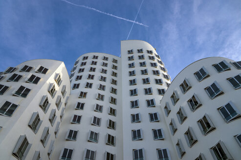 Germany, North Rhine-Westphalia, Duesseldorf, view to facade of Gehry House at Media Harbour - FR000147