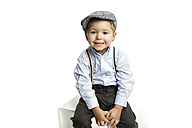Portrait of grinning little boy wearing cap and suspenders - GDF000635