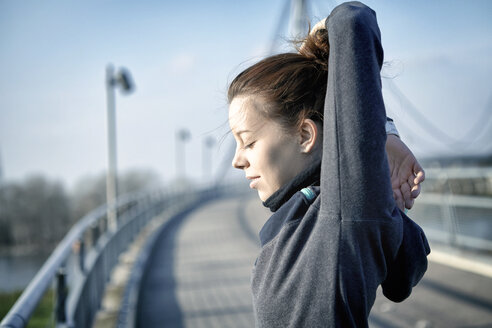 Young woman doing stretching exercise after jogging - SEGF000068