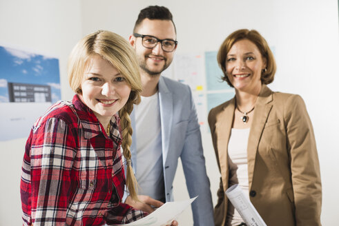 Portrait of confident businesspeople in office - UUF002831
