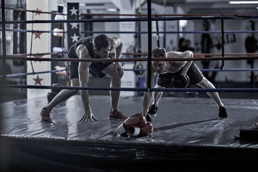 Coach with boxer doing training in boxing ring - ZEF002510