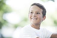 Portrait of smiling boy - ZEF002744