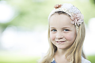 Portrait of smiling little girl with hair-band - ZEF002783