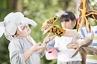 Kids playing wild animal dress-up - ZEF002819