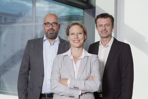 Portrait of confident businesswoman and businessmen in office - RBF002151