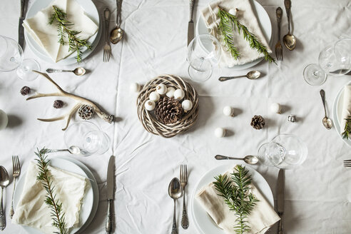Festive laid table at Christmas time - SBDF002150